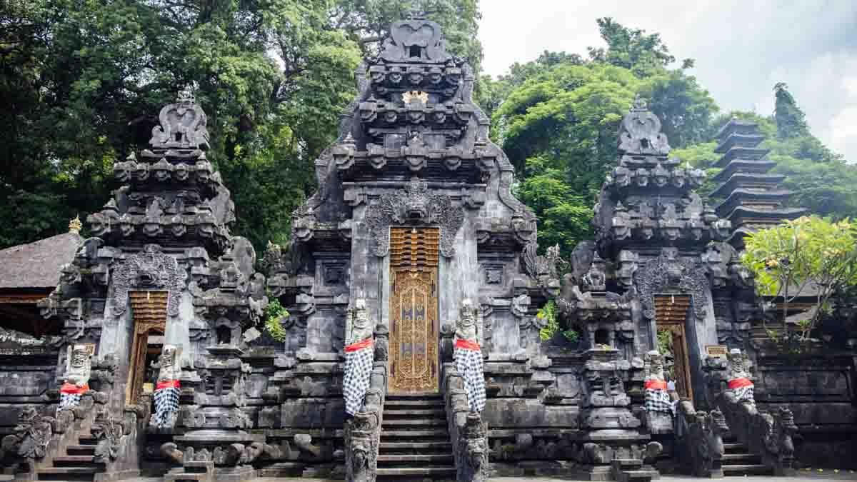 pura goa lawah templo en bali