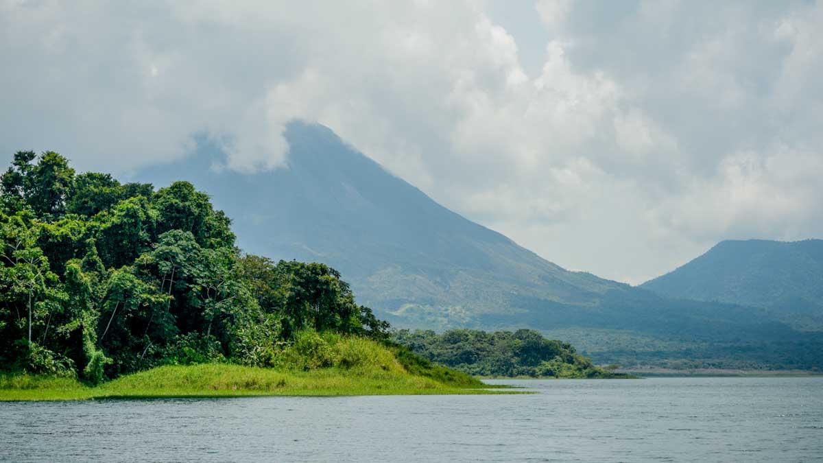costa rica viaje volcan