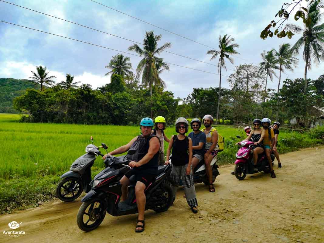 viajeros en un viaje de aventura en grupo