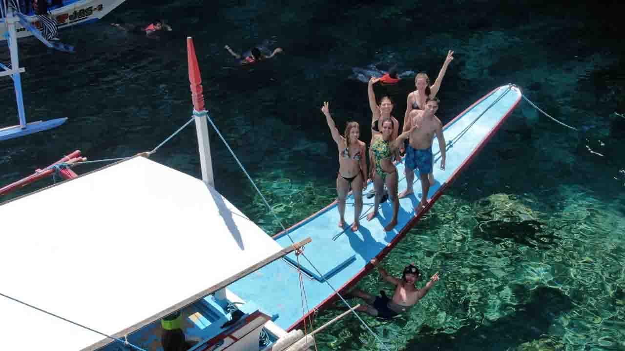 island hoping filipinas
